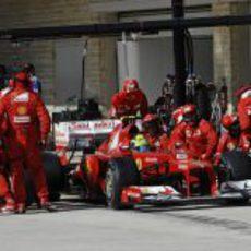Felipe Massa realiza su parada en el GP de Estados Unidos 2012