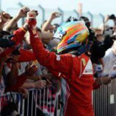 Fernando Alonso celebra su tercera posición en Austin