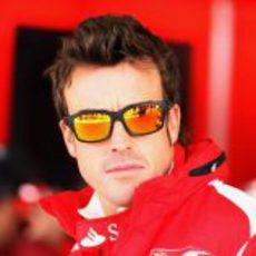 Fernando Alonso con sus gafas de sol en Austin