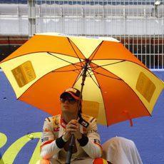 Nelsino Piquet se cubre del sol