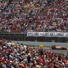 Fernando Alonso corre en Montmeló