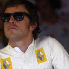 Alonso observa los tiempos