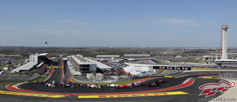 Panorámica de la primera curva del GP de Estados Unidos 2012
