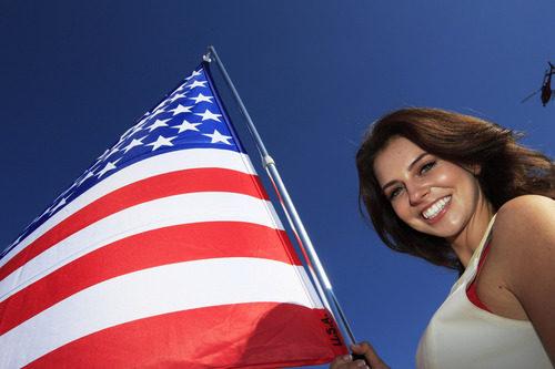 Una sonrisa y la bandera de Estados Unidos