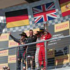 Vettel, Whitmarsh, Hamilton y Alonso en el podio de Estados Unidos 2012