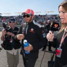 Nira Juanco entrevista a Lewis Hamilton antes de la carrera de EE.UU.