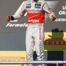 Hamilton salta en el podio de EE.UU. con su gorro de vaquero