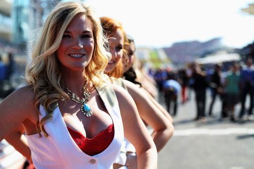 Chicas con personalidad hacen de 'pit babes' en EE.UU.