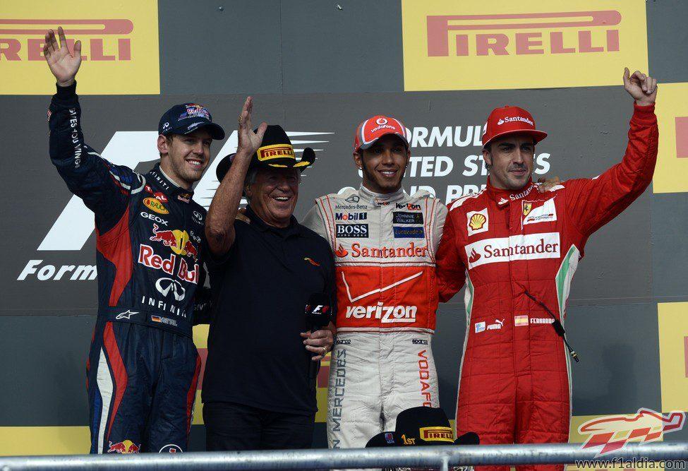 El podio del GP de Estados Unidos 2012 con Mario Andretti