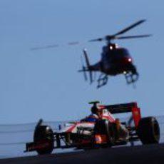 Narain Karthikeyan y el helicóptero del circuito de Austin