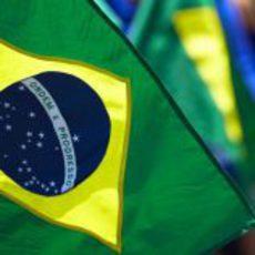 Bandera de Brasil en Interlagos