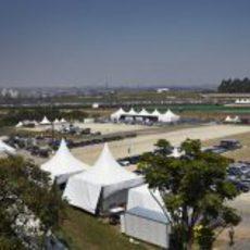 Parking del circuito de Interlagos en Brasil