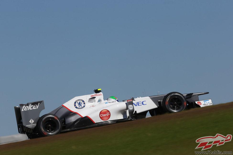 Sergio Pérez rueda en el desnivelado circuito de Austin