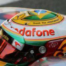 Hamilton se acuerda de McLaren en su casco para el GP de Brasil 2012