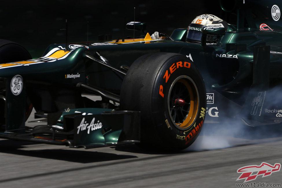 Giedo van der Garde con los neumáticos prototipo de Pirelli para 2013