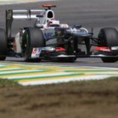 Kamui Kobayashi pilota su Sauber C31 en Brasil
