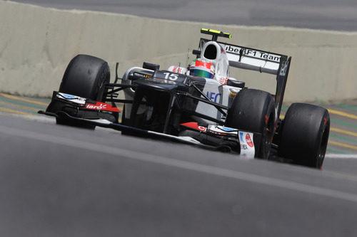 Sergio Pérez en la calle de boxes del circuito de Interlagos