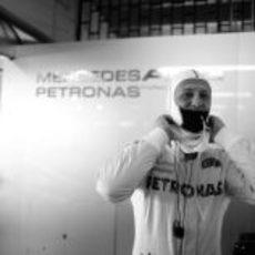 Michael Schumacher en el garaje durante su último Gran Premio