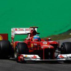 Fernando Aonso terminó quinto en las dos sesiones del viernes en Brasil