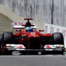 Fernando Alonso completa la primera jornada en Interlagos