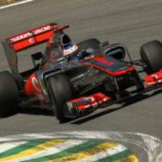 Jenson Button rueda en el circuito de Interlagos
