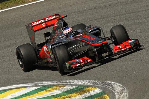 Jenson Button rueda en el circuito de Interlagos
