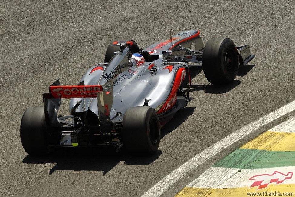 Jenson Button rueda en los Libres 1 del GP de Brasil 2012