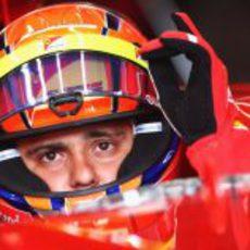 Massa sentado en su monoplaza antes de los libres 3 del GP de Brasil 2012