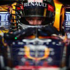 Sebastian Vettel muy concentrado en Brasil 2012