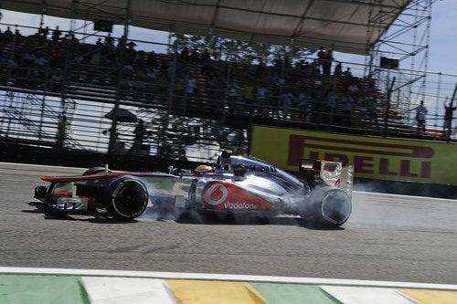 Lewis Hamilton se pasa de frenada en la clasificación de Interlagos