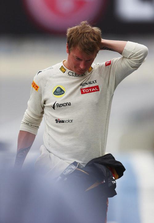 Kimi Räikkönen vuelve a boxes andando en Brasil