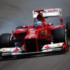 Alonso se pasa de frenada en la clasificación de Brasil 2012