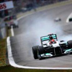 Michael Schumacher se pasa de frenada en la clasificación de Interlagos