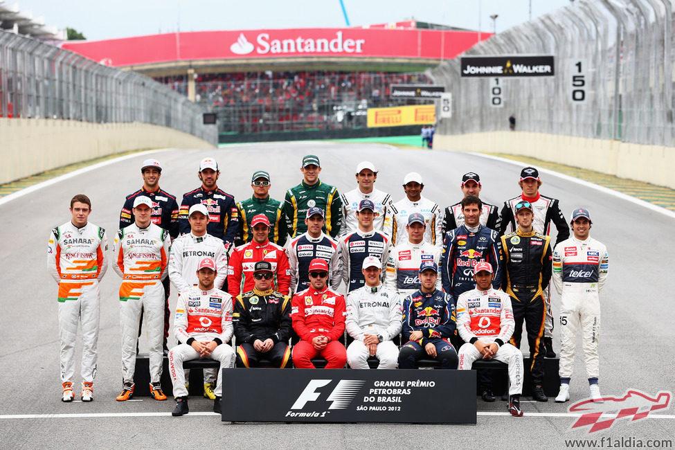 Foto de familia de final de la temporada 2012 de Fórmula 1