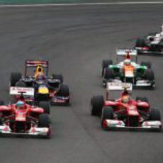 Los dos Ferrari en paralelo en la carrera de Interlagos