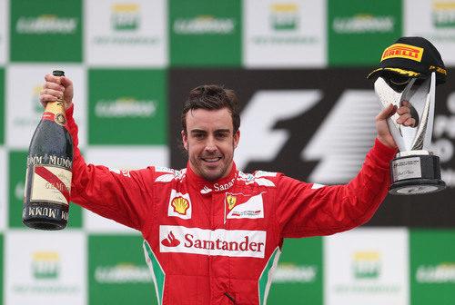 Fernando Alonso en el podio del GP de Brasil 2012
