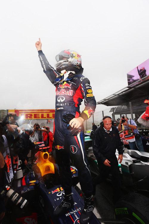 El dedo de Sebastian Vettel reina en Interlagos