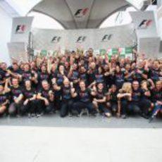 Red Bull celebra el tercer título de Sebastian Vettel en Brasil 2012