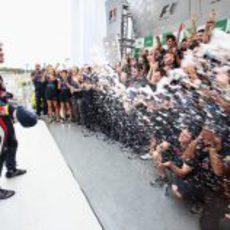 Champán y Red Bull para Vettel en Interlagos