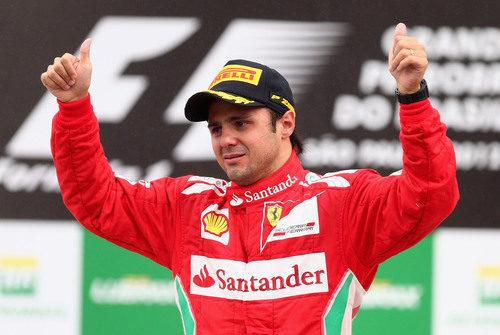 Felipe Massa llora en el podio del GP de Brasil 2012
