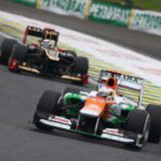 Nico Hülkenberg adelantó a los McLaren y lideró gran parte del GP de Brasil 2012