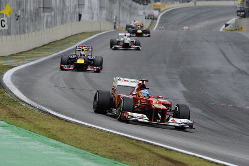 Fernando Alonso remontó de la séptima a la segunda plaza en Brasil