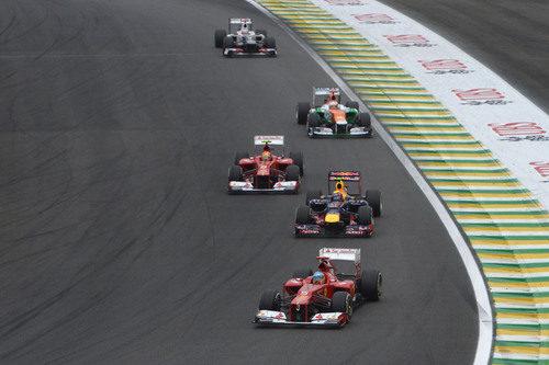 Fernando Alonso y Felipe Massa progresan tras la salida del GP de Brasil 2012
