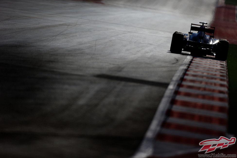Daniel Ricciardo rueda en una recta del Circuito de las Américas