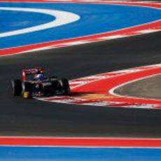 Daniel Ricciardo pasa las curvas entrelazadas de Austin