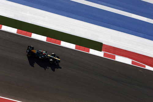 Heikki Kovalainen en una recta del COTA
