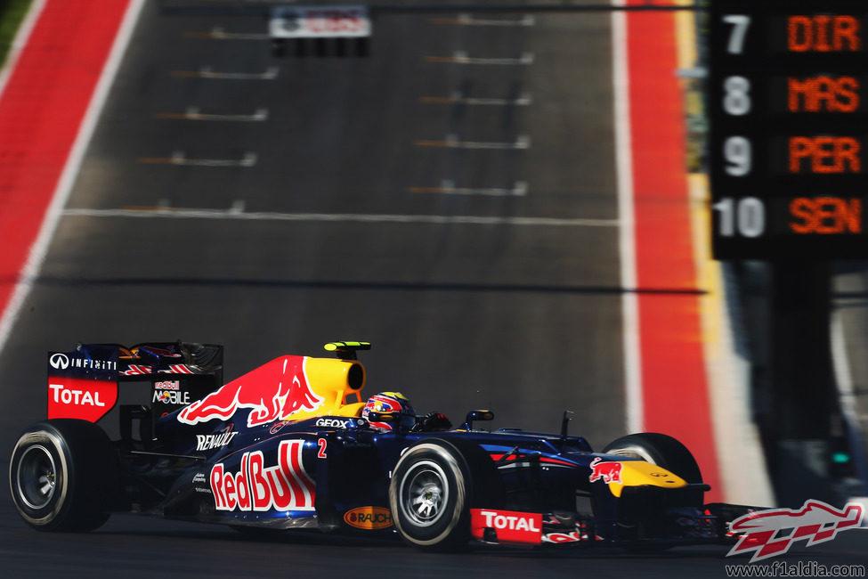 Mark Webber rueda con el compuesto medio en Austin