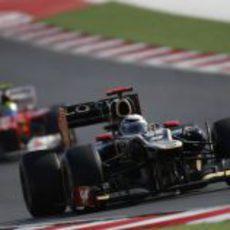 Kimi Räikkönen rueda por delante de Massa en Austin