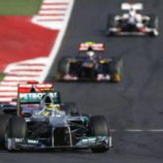 Nico Rosberg rueda por delante de Button en Austin
