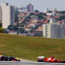 Vettel y Alonso juntos en la pista de Interlagos